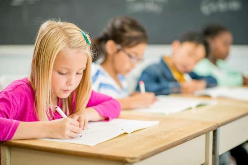 Structura anului școlar 2019-2020: Școala debutează pe 9 septembrie, cu o săptămână mai devreme decât propusese ministerul, iar semestrul al II-lea începe după vacanța de iarnă