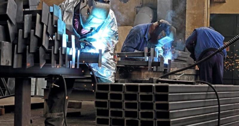 Studiu: 80% din muncitorii din fabricile din România sunt mulțumiți de salariile pe care le câștigă, deși primesc maxim 3000 de lei