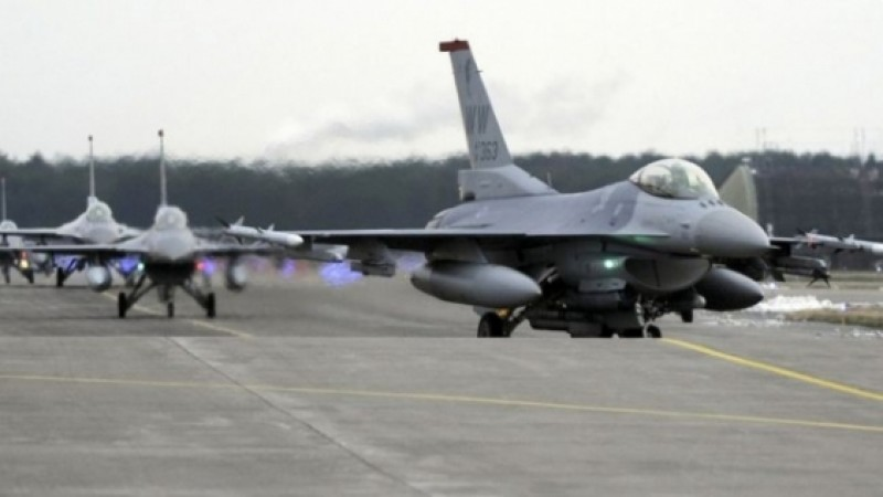 SUA trimit in Polonia 12 avioane de lupta F-16 si 300 de militari