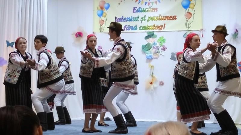 """Succes botoșănean la etapa regională a Concursului Naţional de dans modern şi tradiţional """"Împreună pentru viitor""""!"""