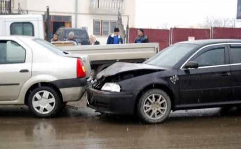 Sucevean la volan: atent la manele și telefon, a bușit doi botoșăneni dintr-o lovitură!