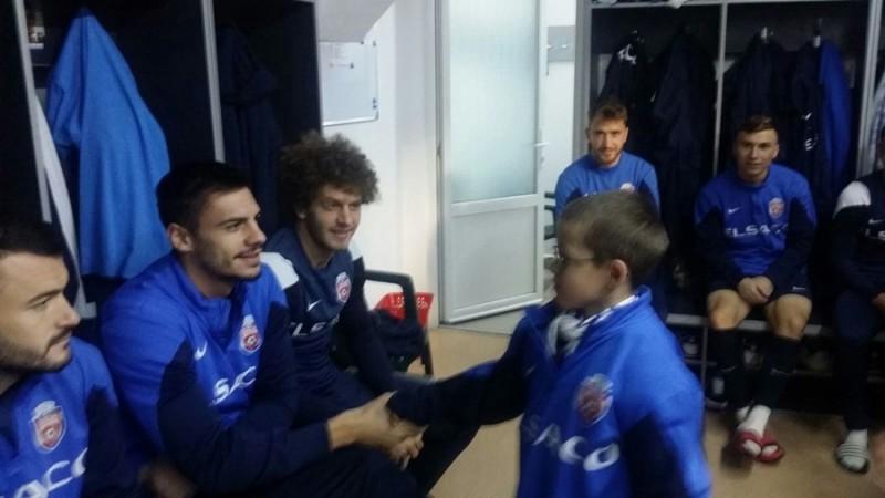Suporter primit cu braţele deschise în vestiarul FC Botoşani FOTO