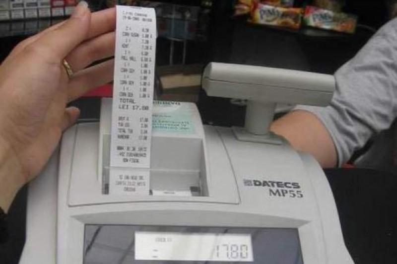 Suspecţi de evaziune fiscală după afaceri cu facturi fiscale fictive