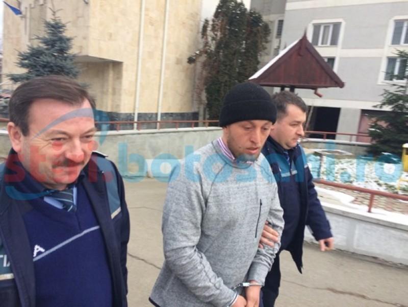 Suspecţii crimei de la Vorniceni au fost aduşi la Parchetul de pe lângă Tribunalul Botoşani. Anchetatorii vor cere arestarea lor preventivă- FOTO