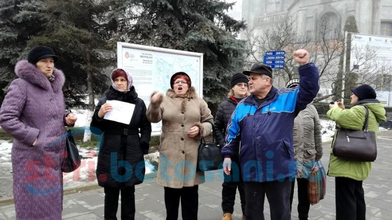 Susţinătorii PSD-ului de la Botoşani ripostează! Demisia lui Iohannis cerută în stradă! FOTO, VIDEO
