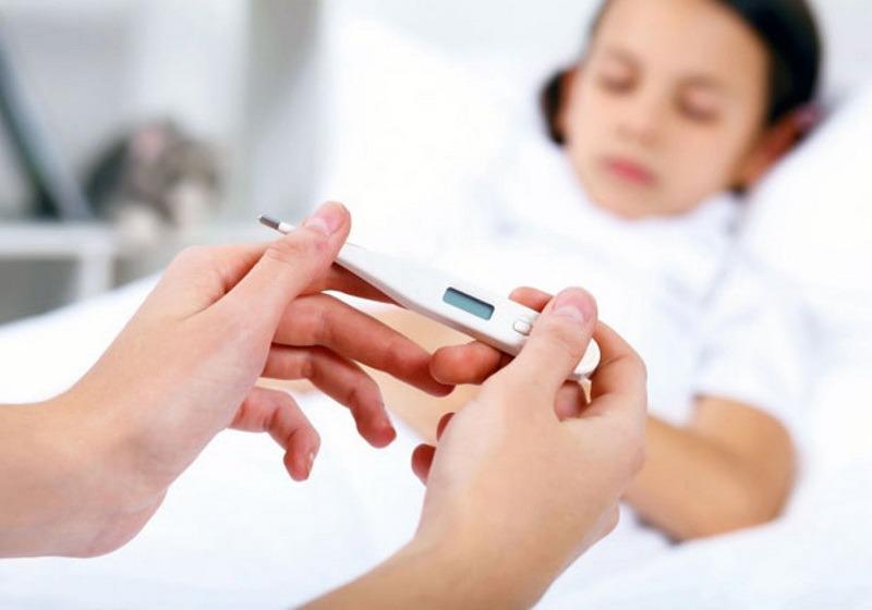 Sute de botoșăneni diagnosticați cu viroză respiratorie sau pneumonie, în ultima săptămână. Zeci de bebeluși afectați