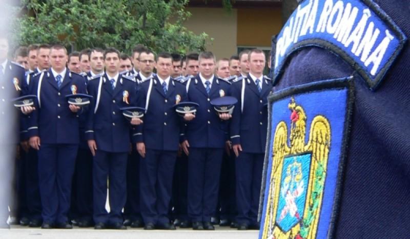 Sute de botoşăneni vor să îmbrace haina militară