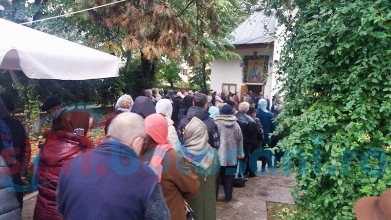 Sute de credincioși au participat la hramul Bisericii Cuvioasa Parascheva de pe Pietonalul Unirii-FOTO