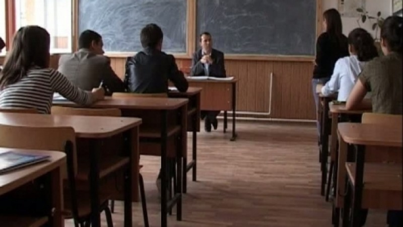 """Sute de elevi botoșăneni solicită """"Bani de liceu"""""""