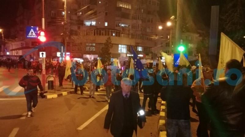 Sute de liberali protestează la Botoşani – FOTO