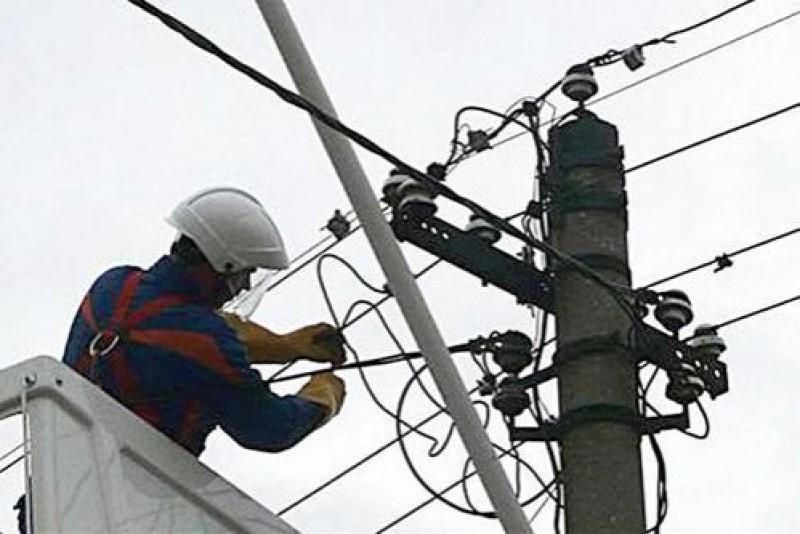 Sute de locuinţe din judeţul Botoşani lăsate fără alimentare cu energie electrică