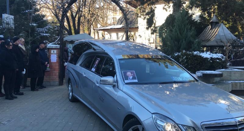 Sute de oameni l-au condus pe ultimul drum pe doctorul Marius Zăiceanu
