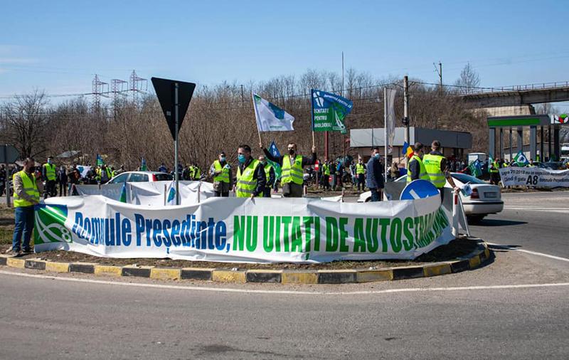 Sute de participanți la mitingul de la Cristești pentru autostrăzile Moldovei. De la Botoșani aproape nimeni - VIDEO