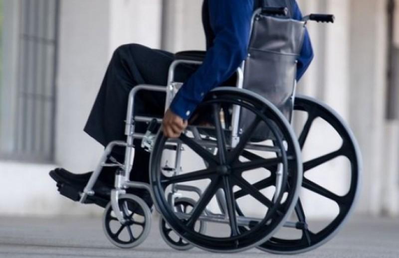 """Sute de persoane cu dizabilitati au iesit in strada: """"Nu vrem sa devenim asistati social"""""""