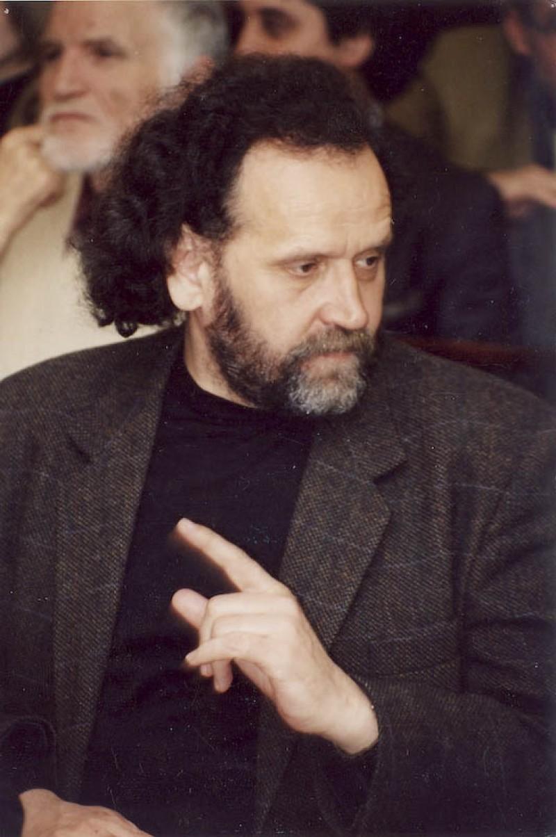 TAIFAS LA STIRI CU GELLU DORIAN: Poetii fac ceea ce trebuie sa faca - exista si-si scriu poezia!