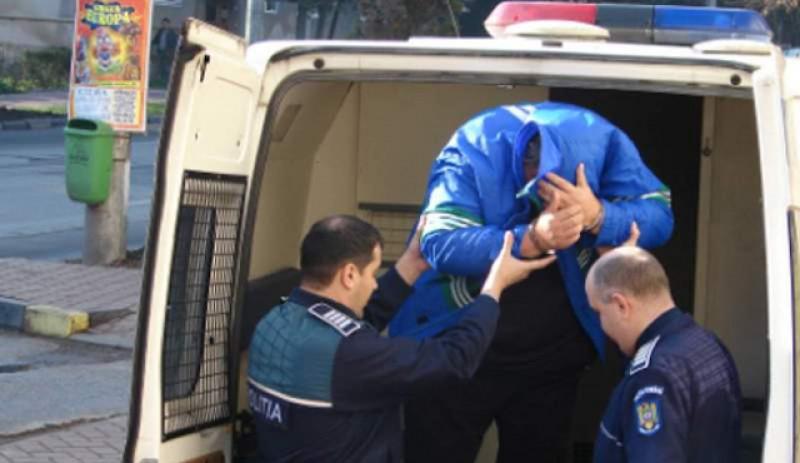 Tânăr cu comportament dubios, asemănător prădătorilor sexuali sau răpitorilor, reţinut pentru 24 ore în municipiul Botoșani!