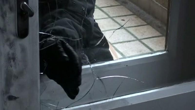 Tânăr cu dosar penal pentru furt calificat, după ce a intrat în casa unei bătrâne și a furat 30 de lei