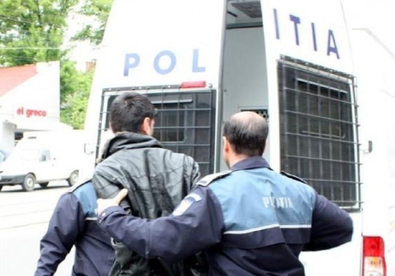 Tânăr dat în urmărire, capturat de polițiști!