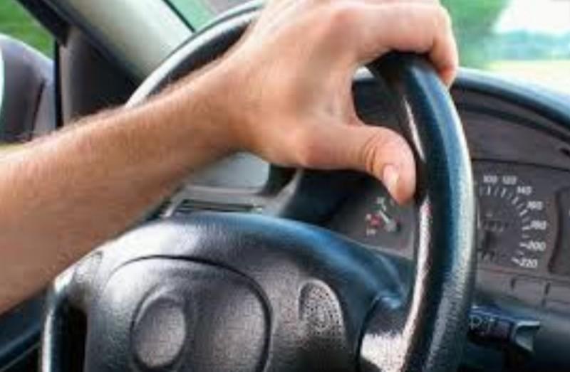 Tânăr de 19 ani, prins euforic la volan