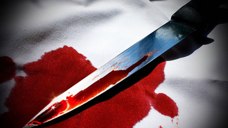 Tânăr din Botoșani, aproape să se eviscereze, după ce și-a băgat cuțitul în burtă din neatenție
