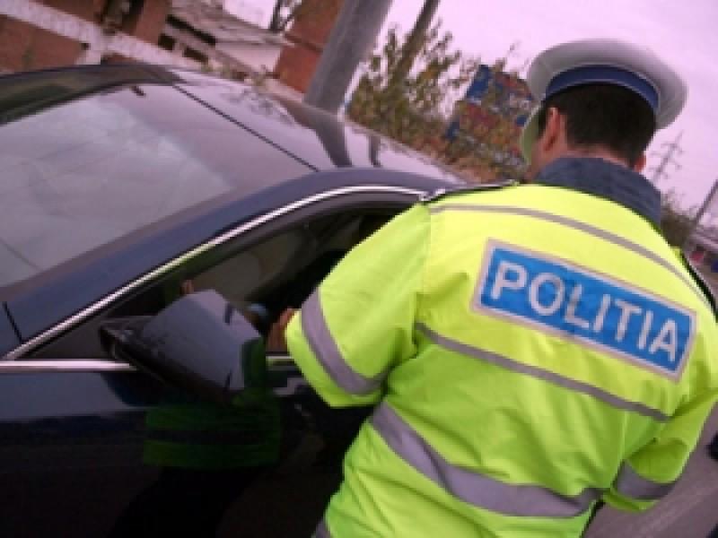 Tânăr fără permis, tras pe dreapta de polițiști pe un drum din județ!