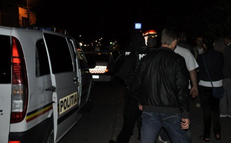 Tânăr trimis în judecată, după ce a înjunghiat doi tovarăși de pahar