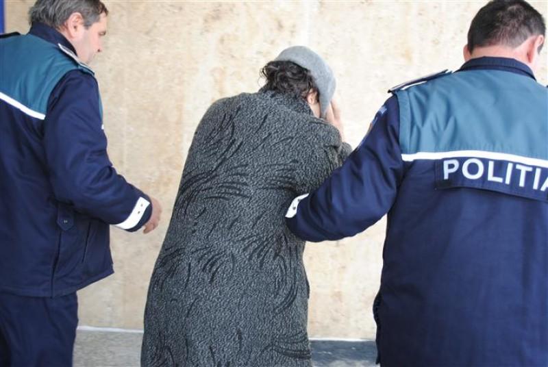 Tânără condamnată pentru o tâlhărie. A lovit un poliţist care a prins-o în flagrant