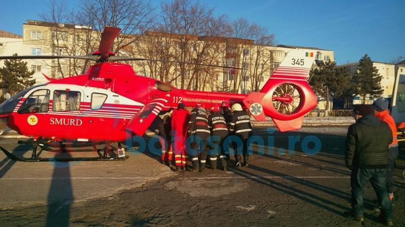 Tânăra cuprinsă de flăcări joi dimineaţă, transferată într-o clinică de specialitate cu elicopterul SMURD! FOTO