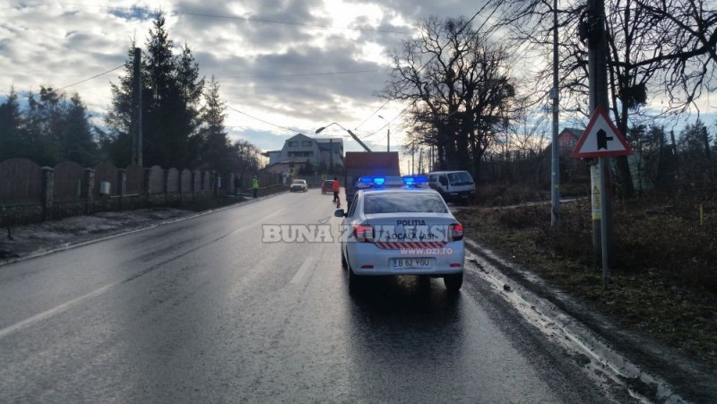 Tânără de 26 de ani, din Botoșani, rănită după ce mașina în care se afla a intrat într-un stâlp!