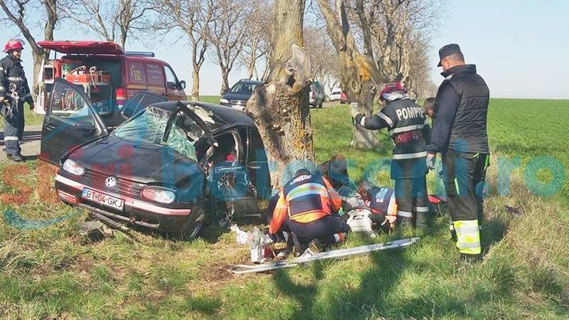 Tânăra care a intrat cu maşina într-un copac a decedat! FOTO