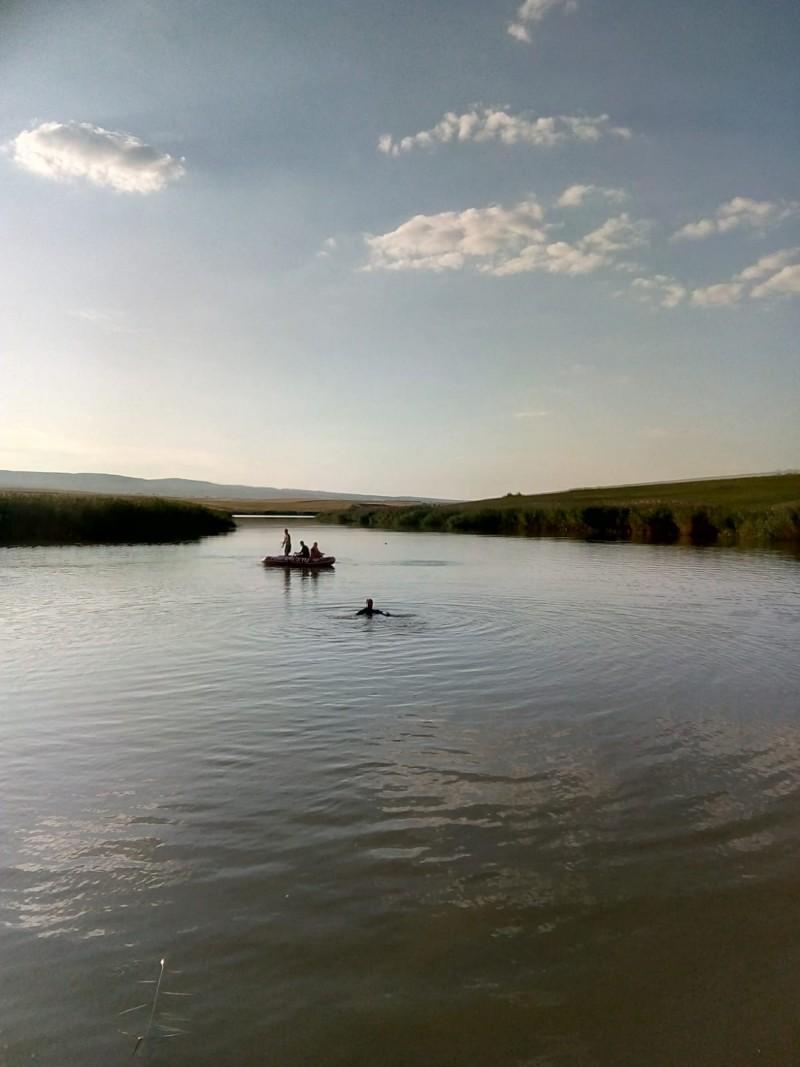 Tânărul dispărut ieri seară în apele iazului Nacu a fost găsit