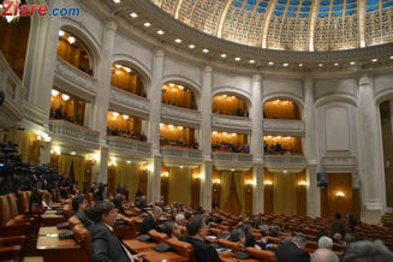 Tara arde, senatorii sunt suparati ca stau in spatele deputatilor in plen: Sa fie ca la Air Force One