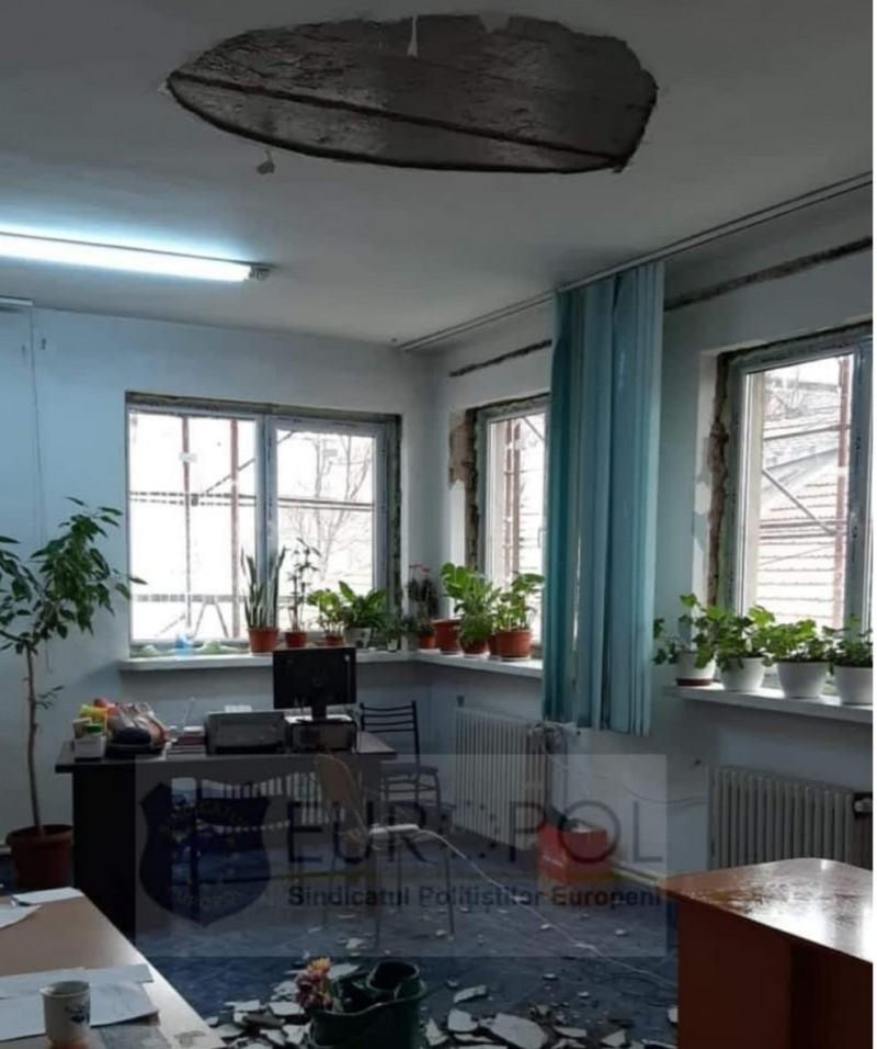 Tavanul unui birou din sediul IPJ Botoșani s-a prăbușit. Evenimentul nu a produs victime
