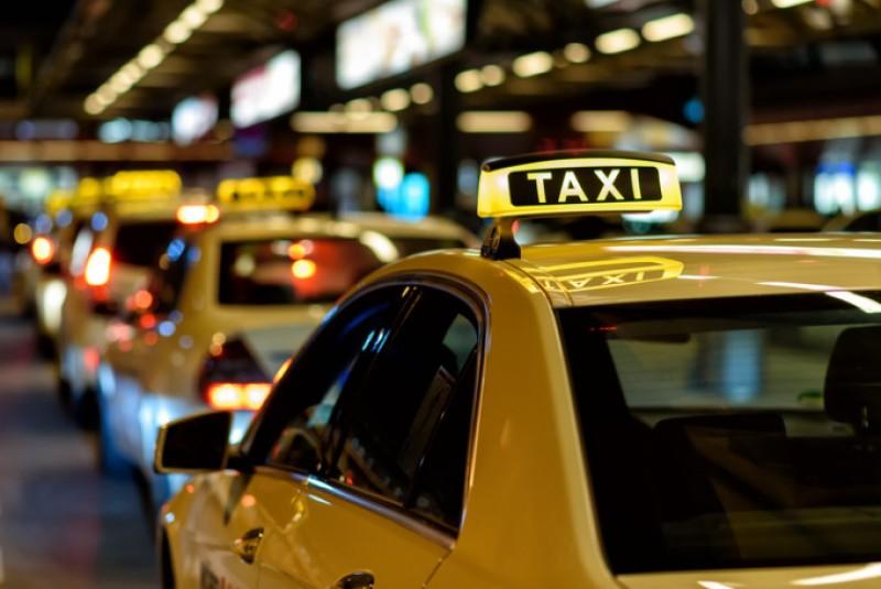 Taximetrist amendat cu 1000 de lei, pentru refuzul de a transporta o persoană