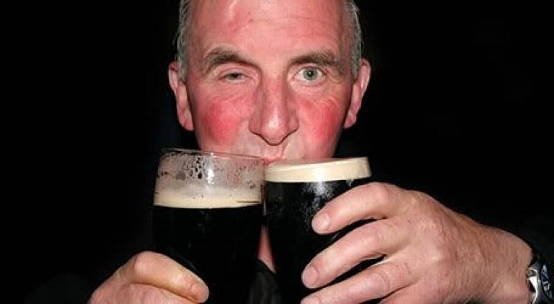 Te înroșești la față când consumi alcool? Iată ce risc major ai