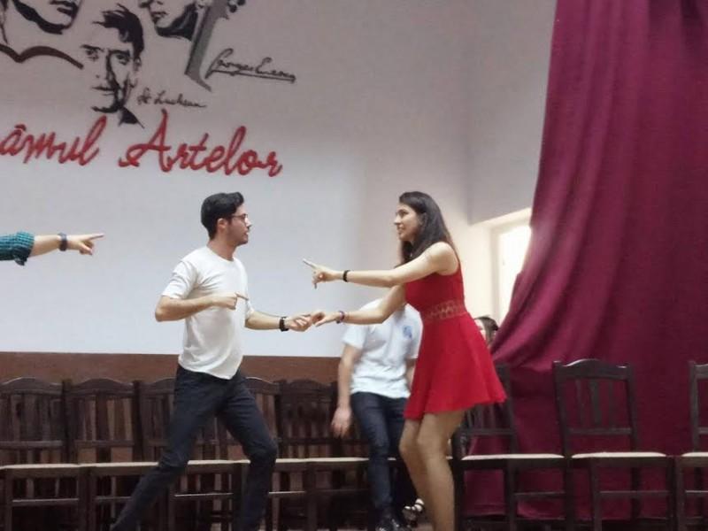 Teatru studenţesc la Darabani! FOTO
