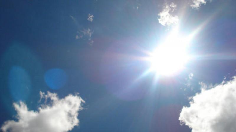 Temperaturile ajung la 34 de grade Celsius în weekend. De luni, vremea se mai răcește în unele zone ale țării