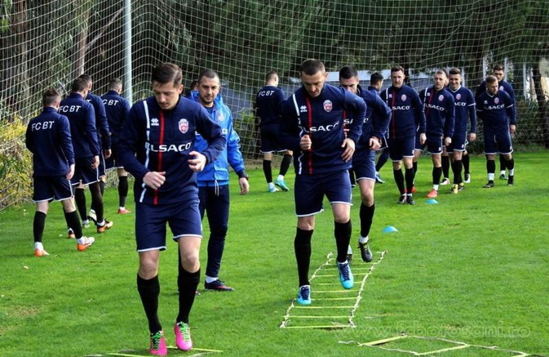 Tensiuni la FC Botoşani. Fostul antrenor, prezent în cantonamentul echipei, spre nemulţumirea actualului tehnician