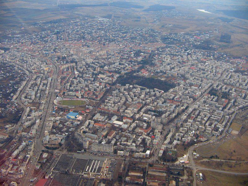 Terenuri și case scoase la vânzare de bănci și executori judecătorești în Botoșani! Vezi unde și cât costă