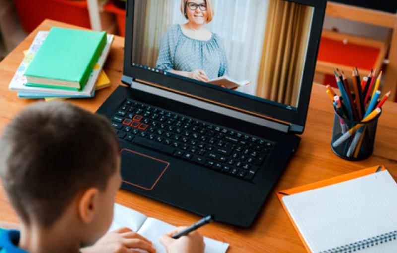 """Tezele elevilor din școlile cu scenariul """"roșu"""" ar putea fi doar un eseu pe care să îl trimită online profesorilor"""