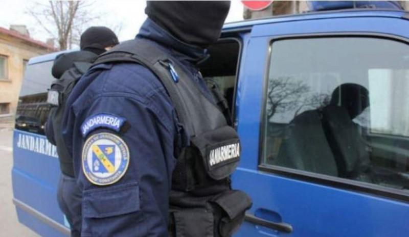 Ţigări confiscate de jandarmii botoșăneni în zona Pieţei Mari!