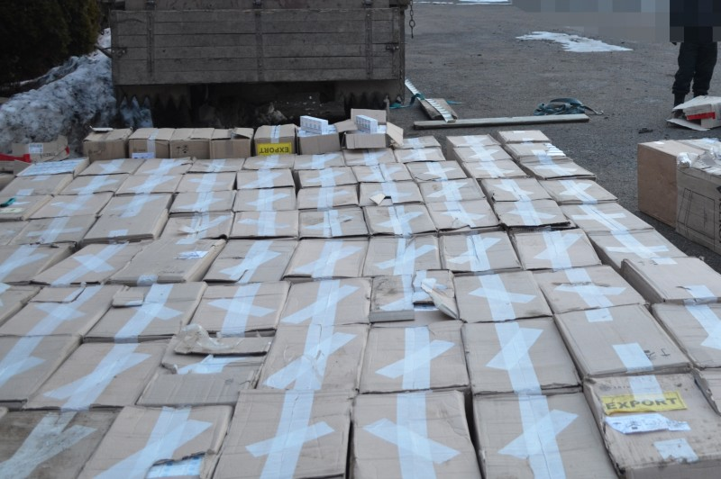 Ţigări de contrabandă de peste un milion de euro, capturate de DIICOT Botoşani!