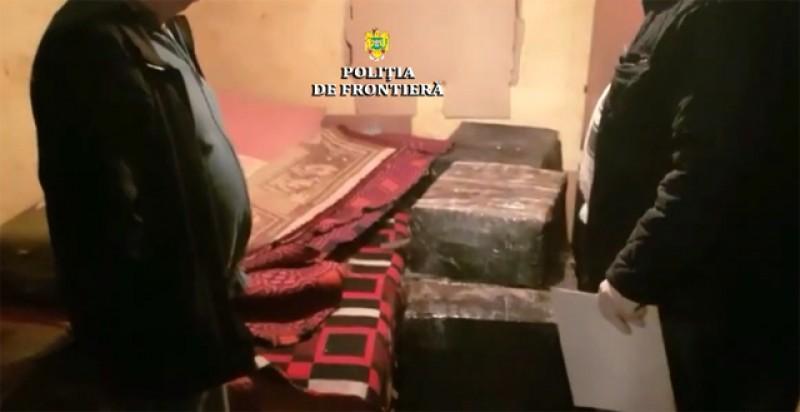 Ţigări de contrabandă în valoare de 38.000 de lei descoperite într-o locuinţă de pe malul Prutului