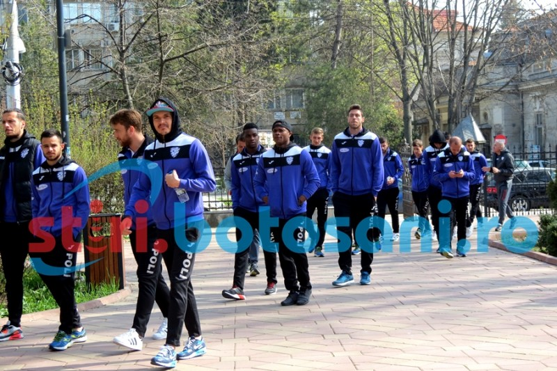 """Timisorenii s-au plimbat prin Parcul Eminescu, in cautarea """"gurii de oxigen"""" de care au nevoie pentru salvarea de la retrogradare! FOTO"""