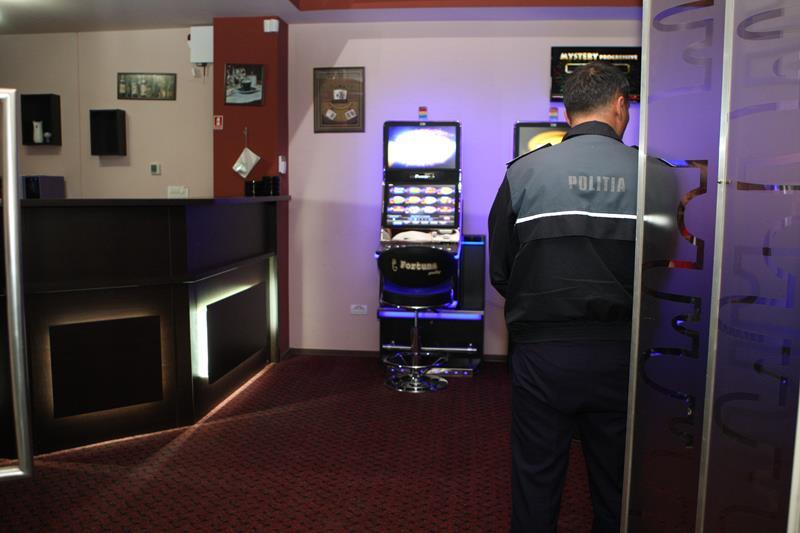 Tineri condamnaţi după ce au jefuit o sală de jocuri de noroc