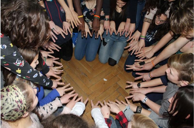 Tineri în dialog pentru crearea unui spațiu pentru democrație și participare