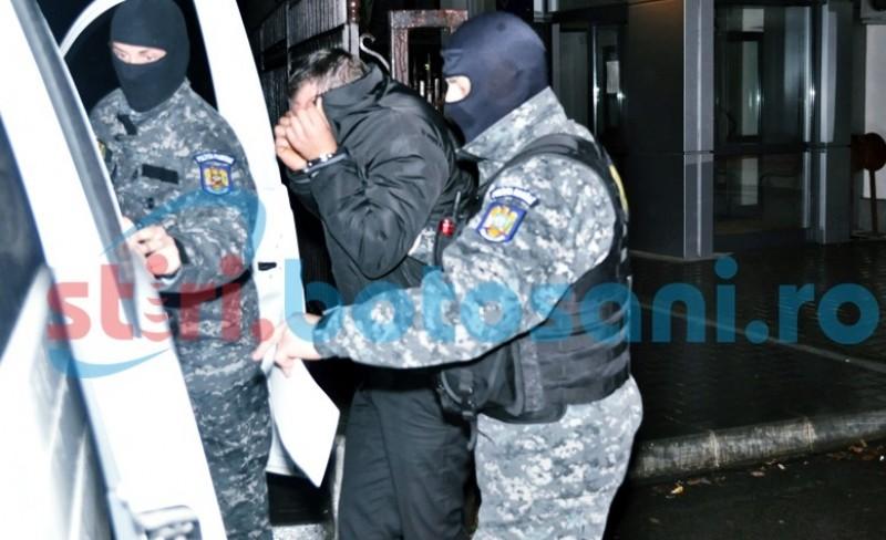Tineri prinsi de politisti, dupa ce au spart un magazin la finalul anului trecut!