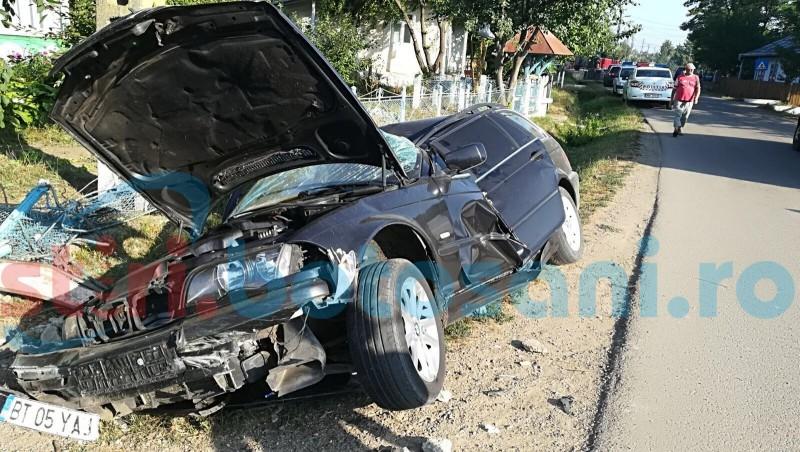 Tineri răniţi grav după ce un BMW a intrat într-un cap de pod! Şoferul era băut! FOTO