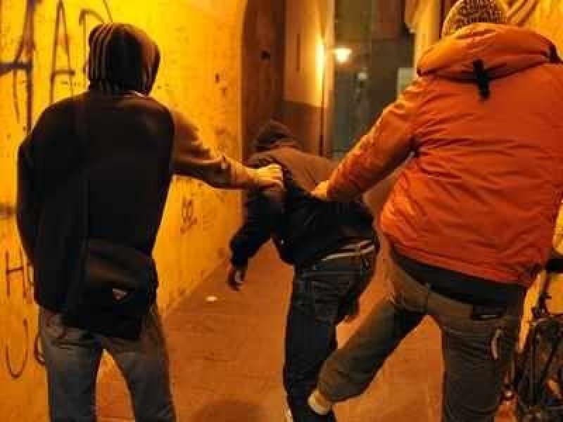 Tineri, suspecţi de tâlhărie, prinşi de poliţiştii din Botoşani