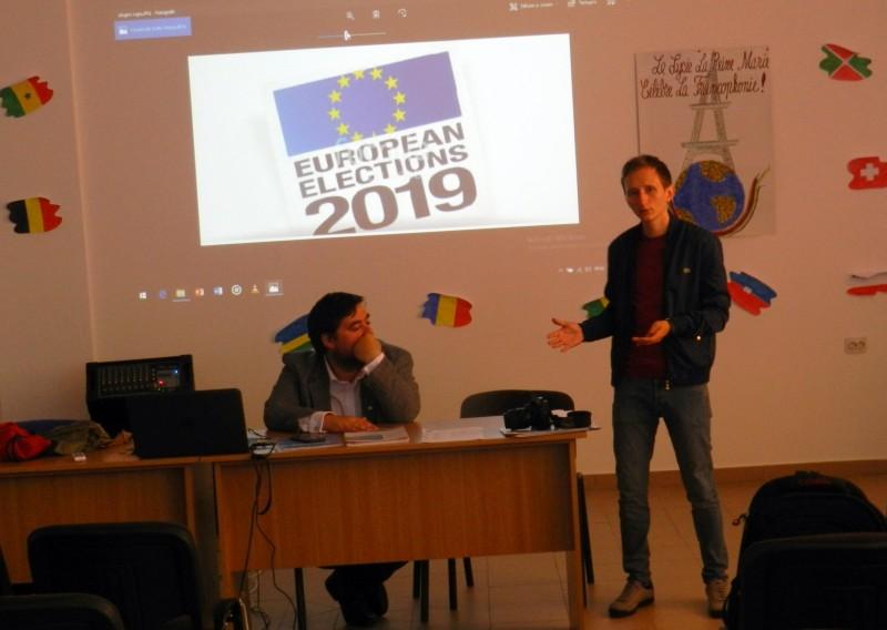 "Tinerii de la Liceul ""Regina Maria"" din Dorohoi, participanți la o dezbatere pe teme europarlamentare - FOTO"